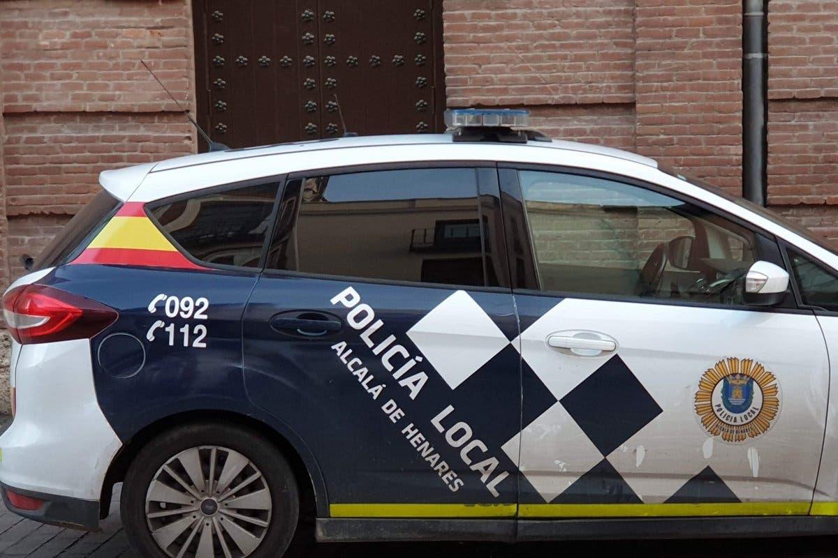 Policías de Alcalá de Henares asisten a personas con coronavirus sin protección
