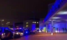 Aplausos, luces y sirenas a las puertas de los hospitales de Alcalá y Torrejón
