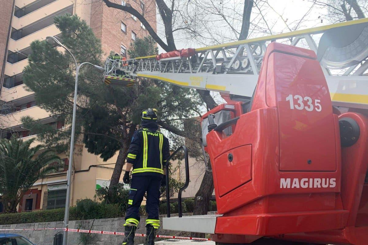 Los Bomberos realizan casi 500 intervenciones por el viento en la Comunidad de Madrid