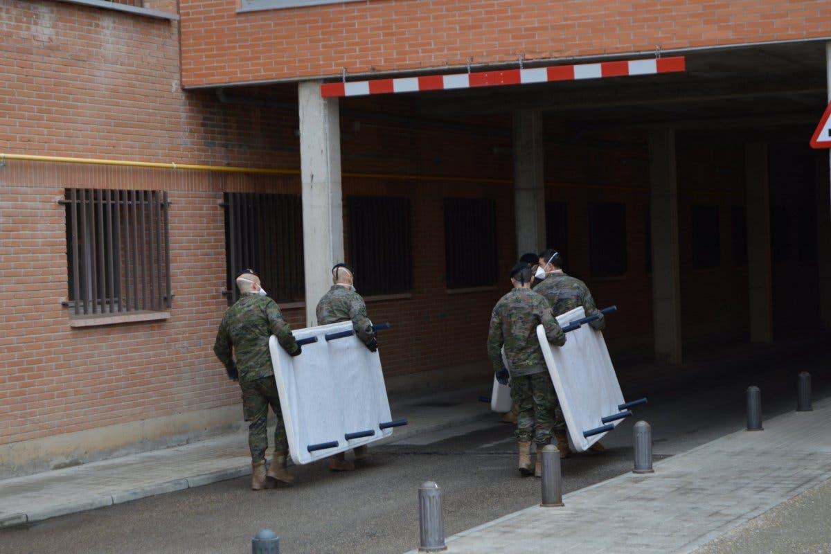 La BRIPAC traslada camas cedidas por hoteles al Hospital de Alcalá de Henares