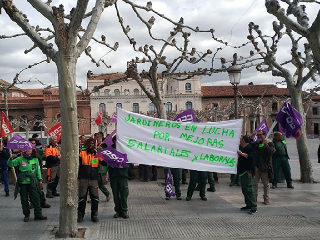 El 100% de la plantilla secunda la huelga de jardineros de Alcalá de Henares