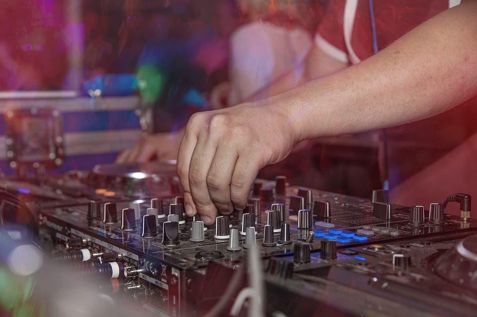 Detenido un DJ por organizar una fiesta ilegal en Alcalá de Henares