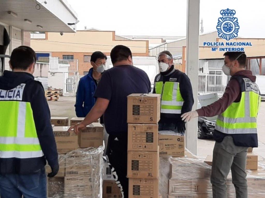 Intervienien en Cobo Calleja y Usera 19.600 mascarillas,498.000 guantes de nitrilo, 12.880 botellas de desinfectante…