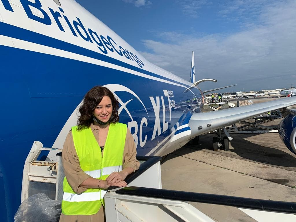 Ayuso recibe un tercer avión con 113 toneladas de material sanitario