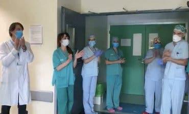 Emotivo aplauso entre sanitarios del Hospital de Torrejón de Ardoz