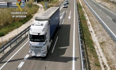 Escoltan un camión con material sanitario para el Hospital de Torrejón de Ardoz