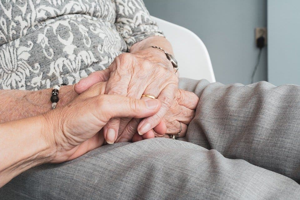 Los madrileños podrán visitar en las residencias a sus familiares enfermos terminales