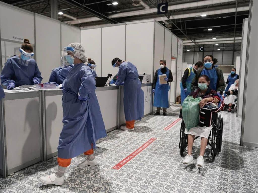 Desciende el número de contagios y de fallecidos por coronavirus en España