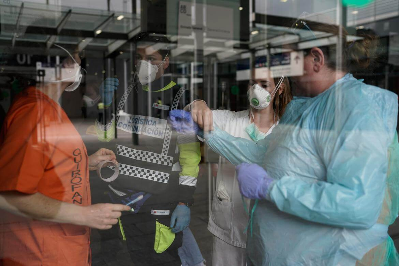 Desciende a 674 la cifra de muertos diarios por coronavirus en España