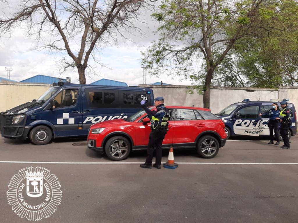 Atropella a un policía municipal en Vallecas y se da a la fuga