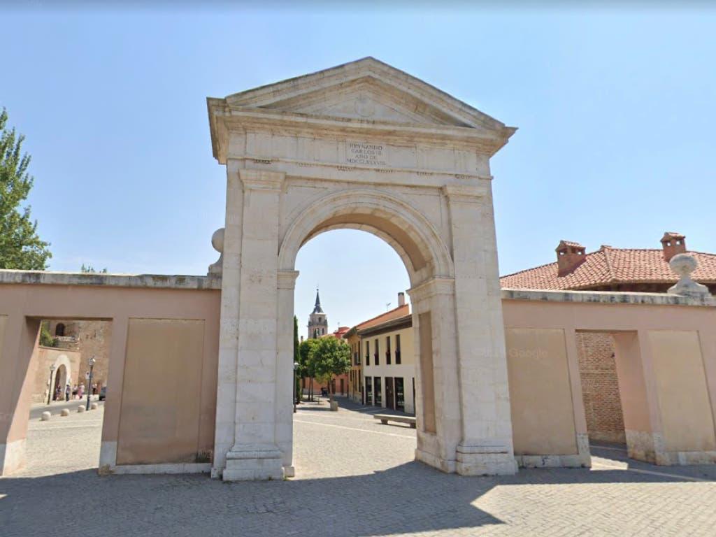 Coronavirus: Alcalá de Henares colocará un crespón negro en la Puerta de Madrid