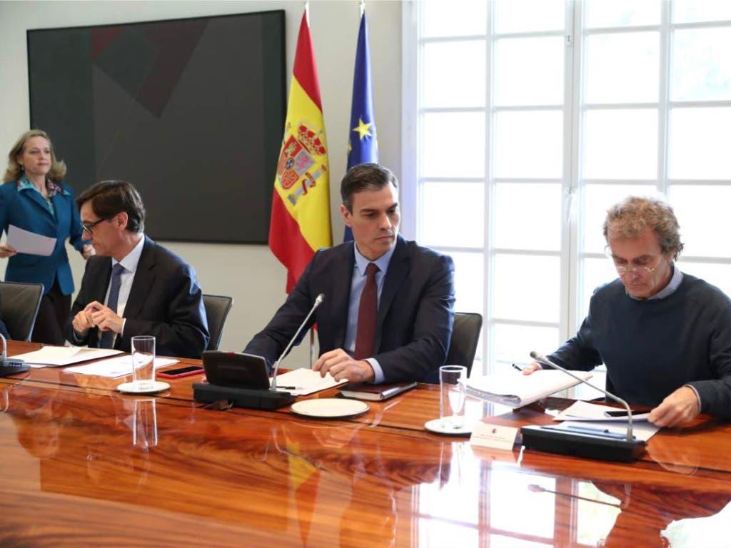 Las enfermeras de Madrid se suman a la querella contra Sánchez, Illa y Simón