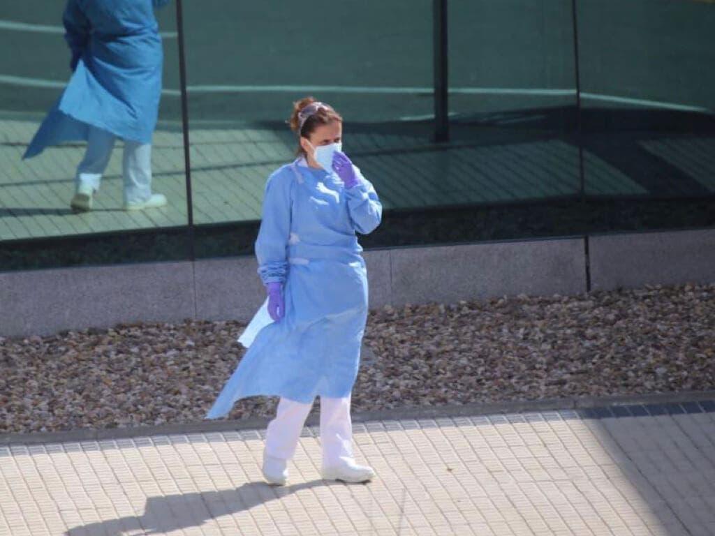 Bajan los fallecidos diarios por coronavirus en España pero suben los contagios