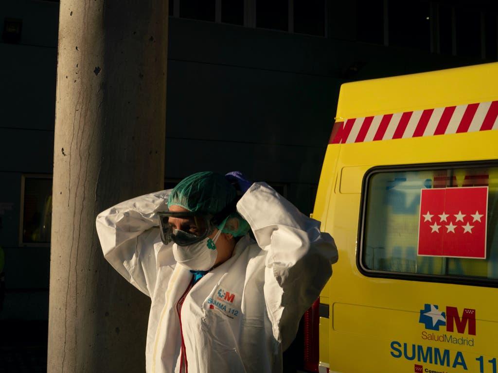 España registra otros 605 muertos por coronavirus, la cifra más baja en 17 días