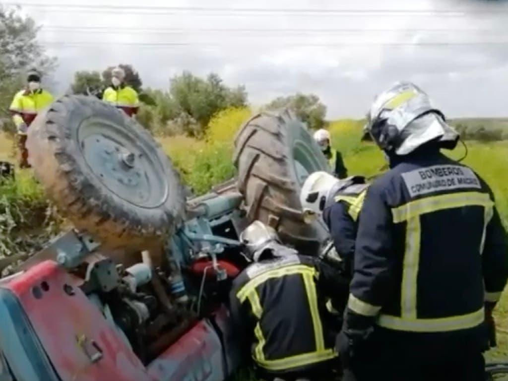 Atrapado durante más de cuatro horas debajo de su tractor en Villarejo de Salvanés