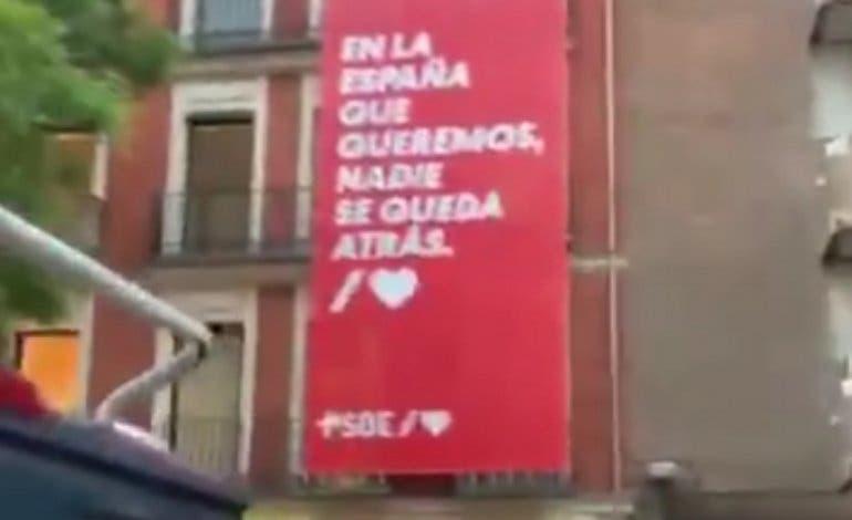 Las caceroladas llegan a la sede del PSOE y al chalet de Pablo Iglesias