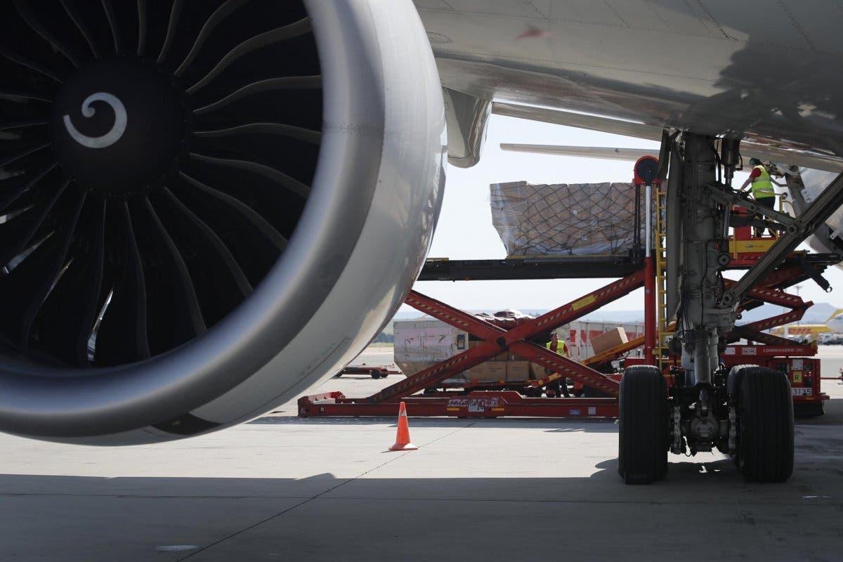 Aterriza el noveno avión de Ayuso con material sanitario, el tercero en 24 horas