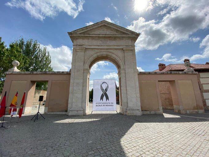 Alcalá de Henares homenajea a las víctimas del coronavirus