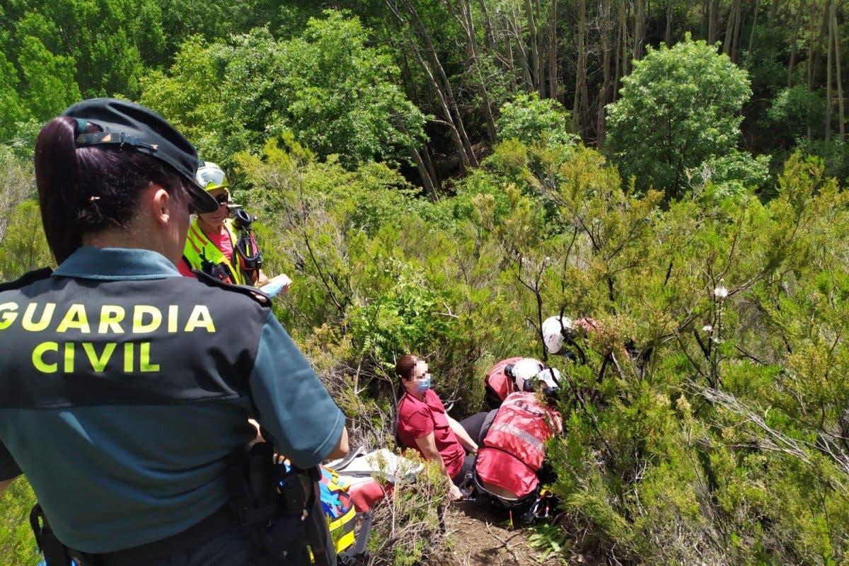 Rescatan con un helicóptero a una senderista en Guadalajara tras sufrir una caída