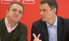 Primera dimisión en el PSOE tras la debacle electoral: Franco dimite como secretario general