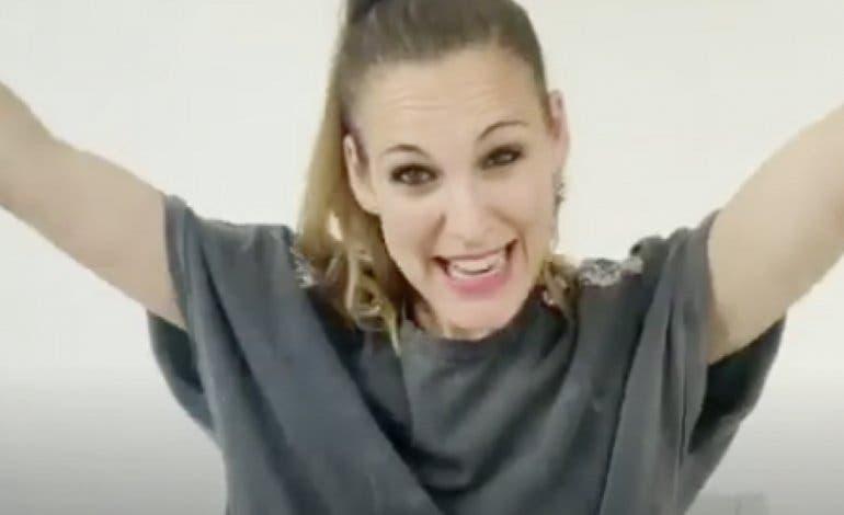 La cantante Conchita sorprende a los niños hospitalizados en Torrejón de Ardoz