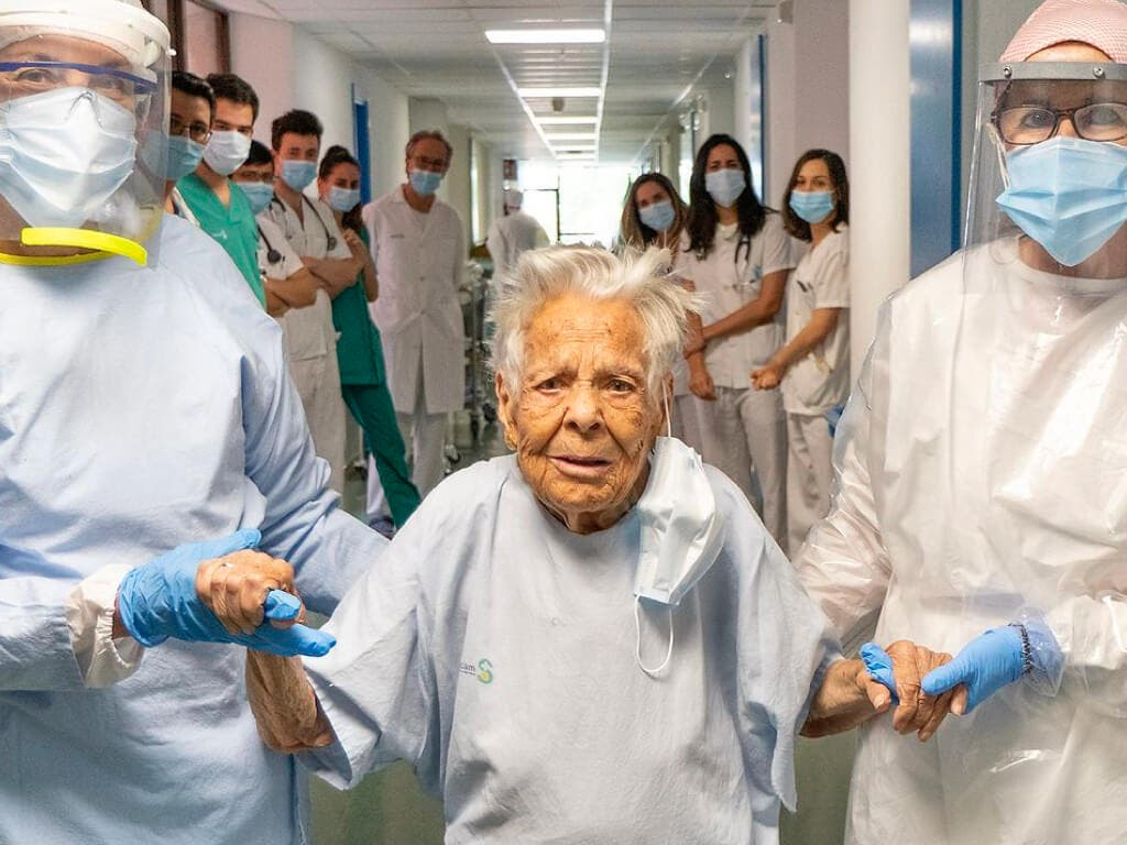 Recibe el alta en Guadalajara una mujer de 105 años tras superar el coronavirus