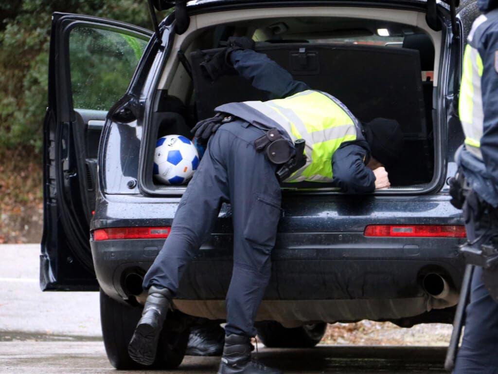 Viajaban con dos personas en el maletero para evitar un control en Vallecas