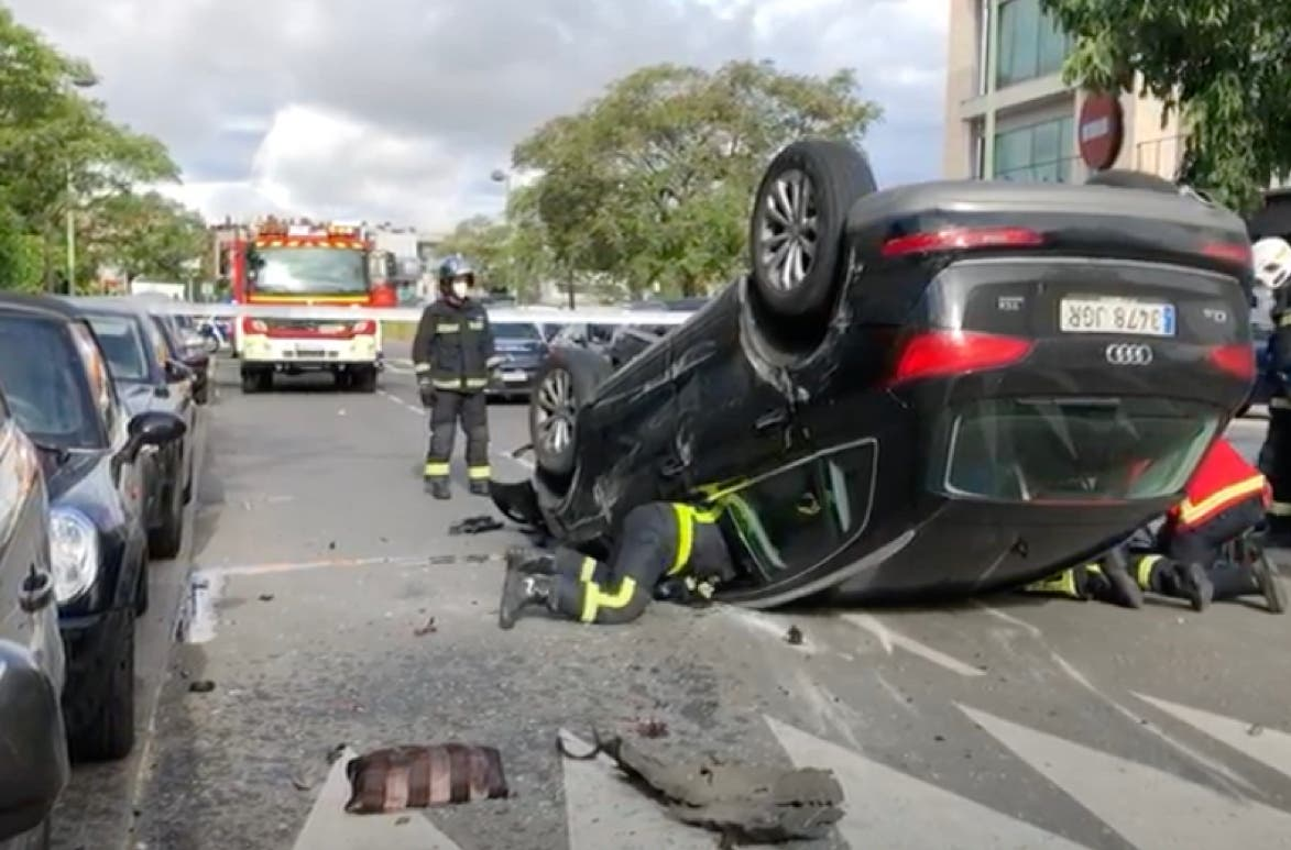 Un conductor octogenario atropella a una mujer y acaba volcando en Pozuelo de Alarcón