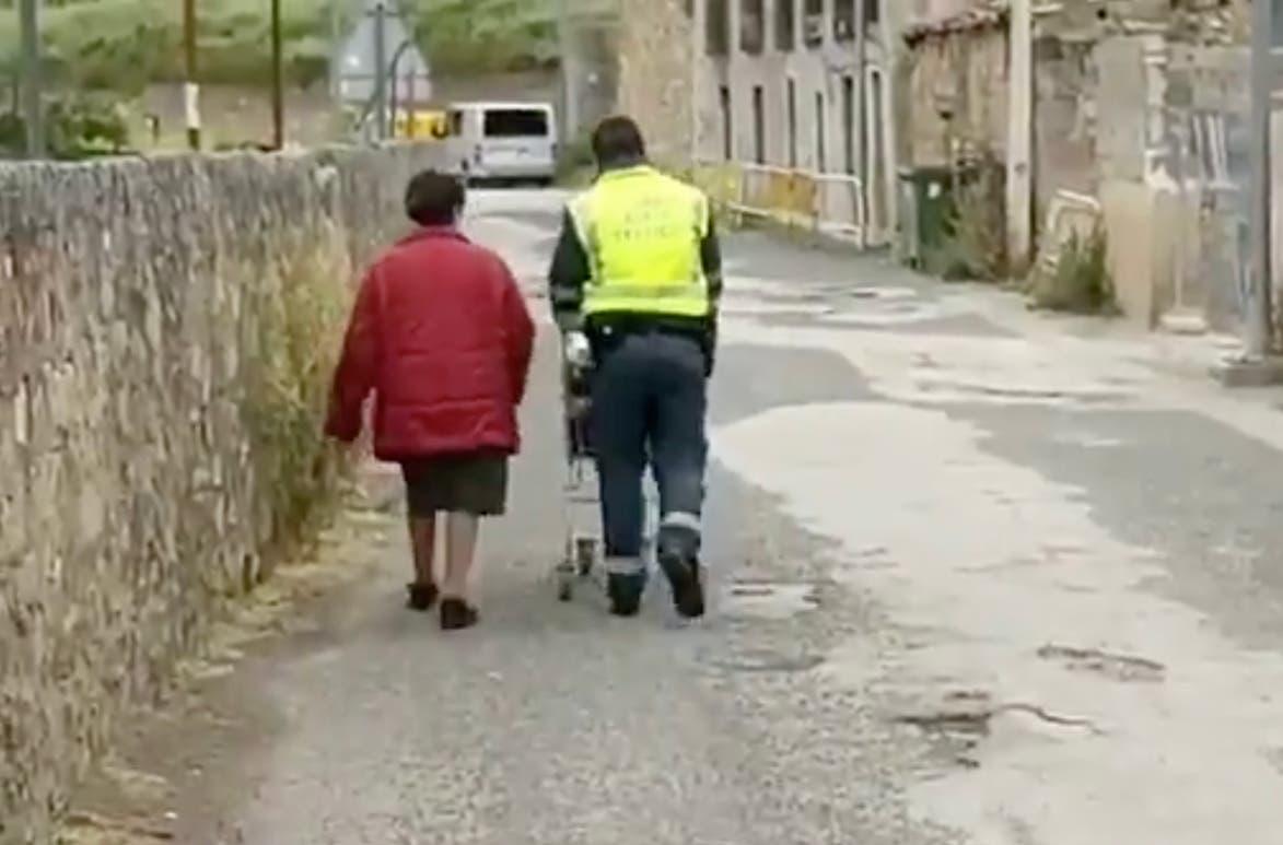 La Guardia Civil de Guadalajara ayudando, pueblo a pueblo, durante el confinamiento