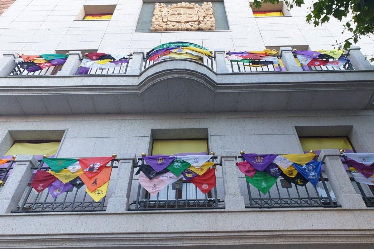 El emotivo homenaje de las peñas de Torrejón a los fallecidos por coronavirus