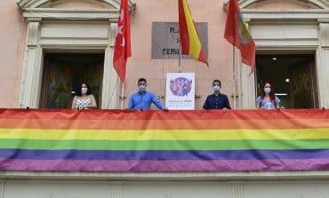 Querella contra el alcalde de Alcalá de Henares por colgar la bandera LGTBI en el Ayuntamiento