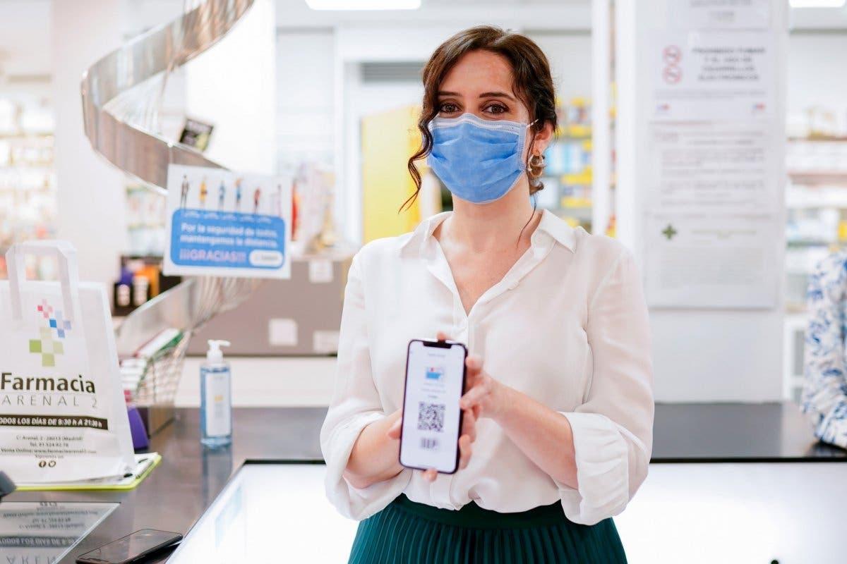 Ayuso presenta la primera tarjeta sanitaria virtual de España, para llevarla en el móvil