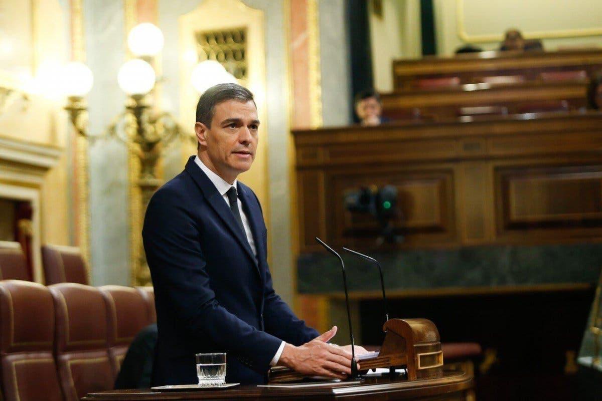 Sánchez grita «viva el 8M» en el Congreso y celebra que haya «cero fallecidos»
