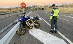 Grave un motorista en la M-40: la moto se desplazó 400 metros