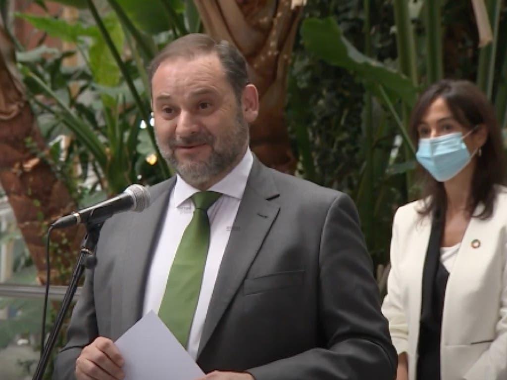 Comerciantes de Atocha increpan al ministro Ábalos: «Eres un sinvergüenza»