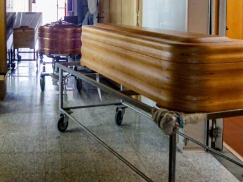 Las funerarias elevan a 43.985 la cifra real de muertos por coronavirus en España