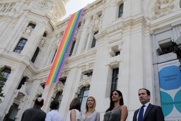 Madrid no colgará la bandera LGTBI para cumplir la sentencia del Supremo