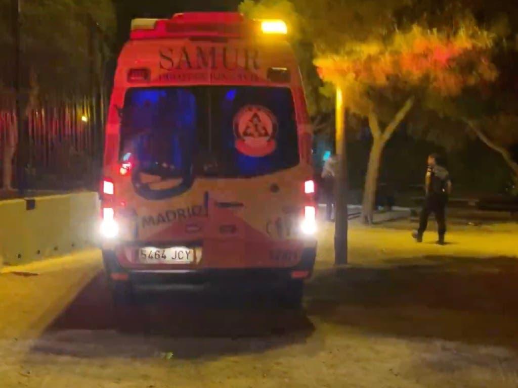 Un joven herido grave con tres puñaladas en la espalda en Ciudad Lineal