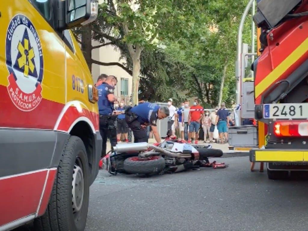 Brutal accidente de moto en Madrid con un joven muerto y otro herido
