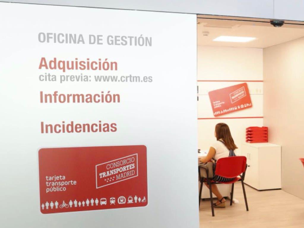 Reabre la oficina de la tarjeta de transporte en Alcalá de Henares