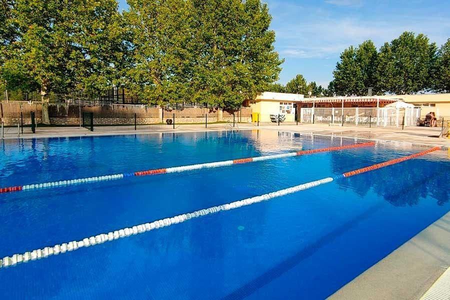 Nuevo Baztán no abrirá su piscina municipal este verano