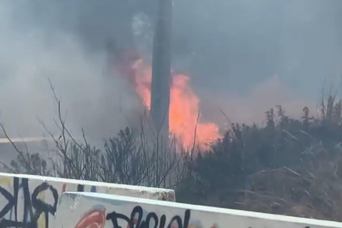 Un incendio de pastos en Vallecas provoca una gran columna de humo