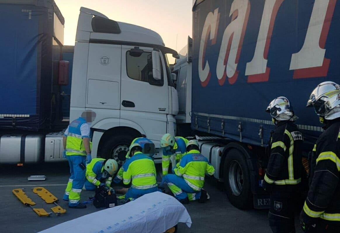 Muy grave un camionero tras quedar atrapado entre dos camiones en Fuenlabrada
