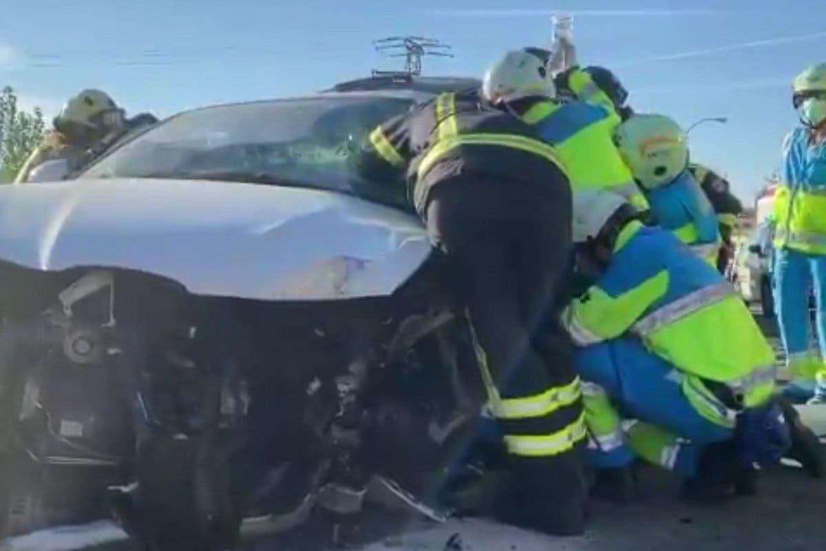 Herido grave un conductor tras colisionar contra un camión-grúa en la M-506