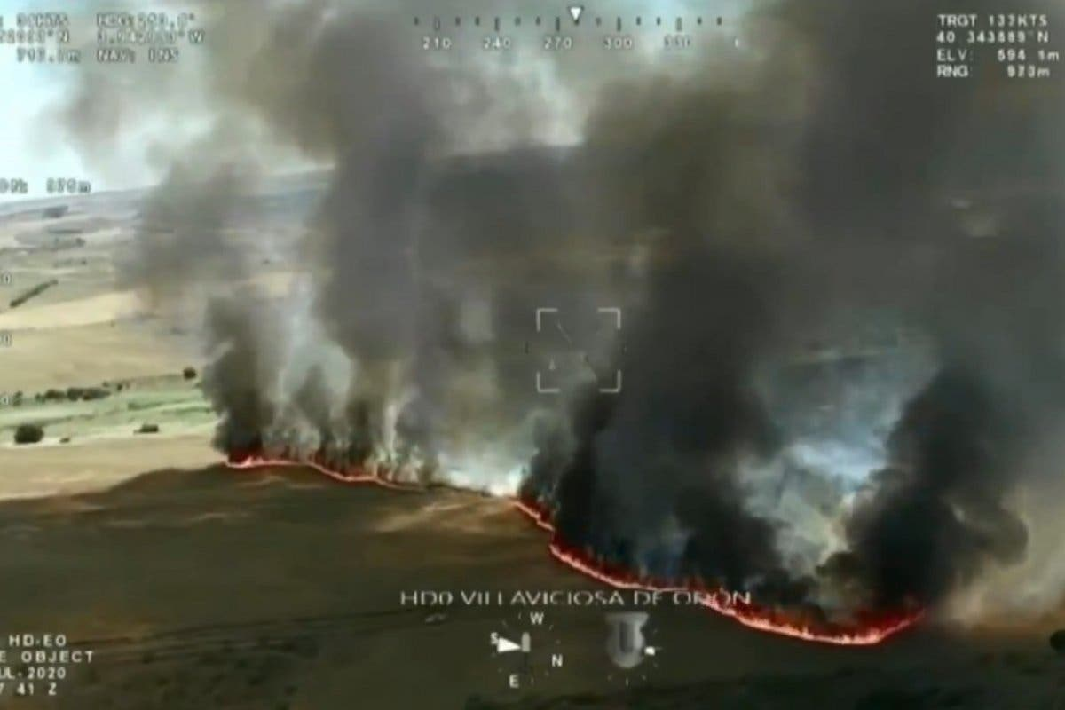 Espectaculares imágenes de un incendio que ha arrasado 28 hectáreas de cereal en Villaviciosa de Odón