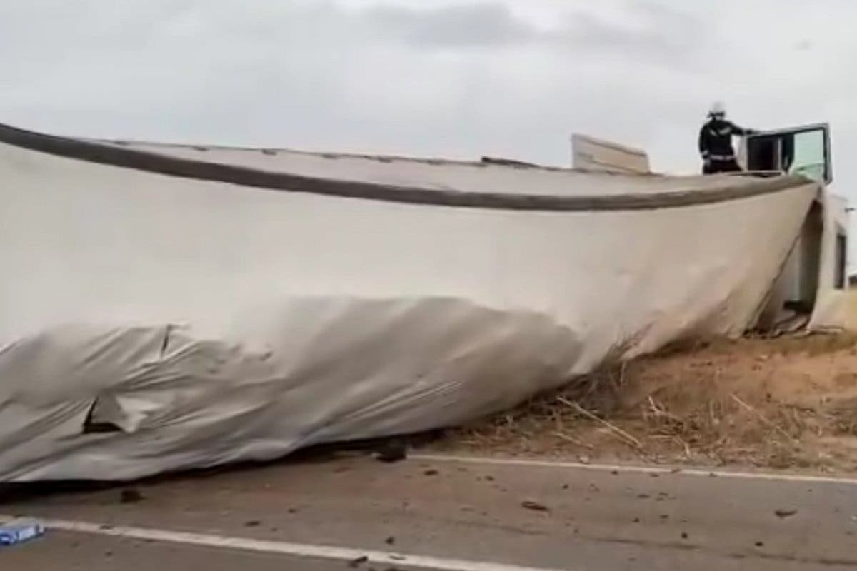 Muere el conductor de un coche tras chocar contra un camión en Campo Real