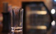 Rescatan a un hombre encerrado en un bar de Ciudad Lineal tras una borrachera