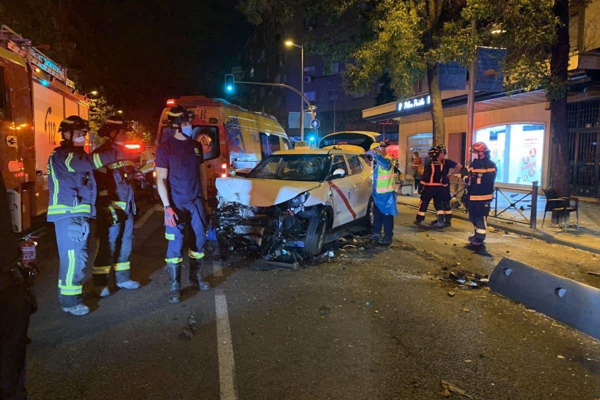 Una mujer muerta y siete heridos al arrollar un taxi una terraza en Madrid