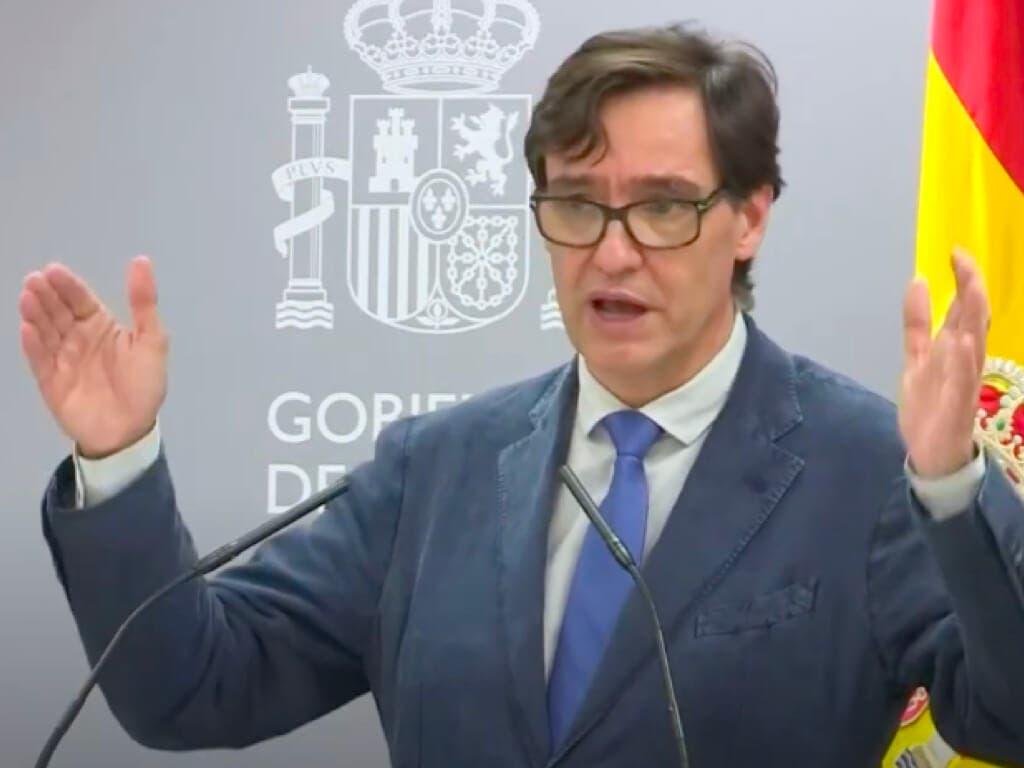 Sanidad cierra discotecas y prohibe fumar en la calle en toda España