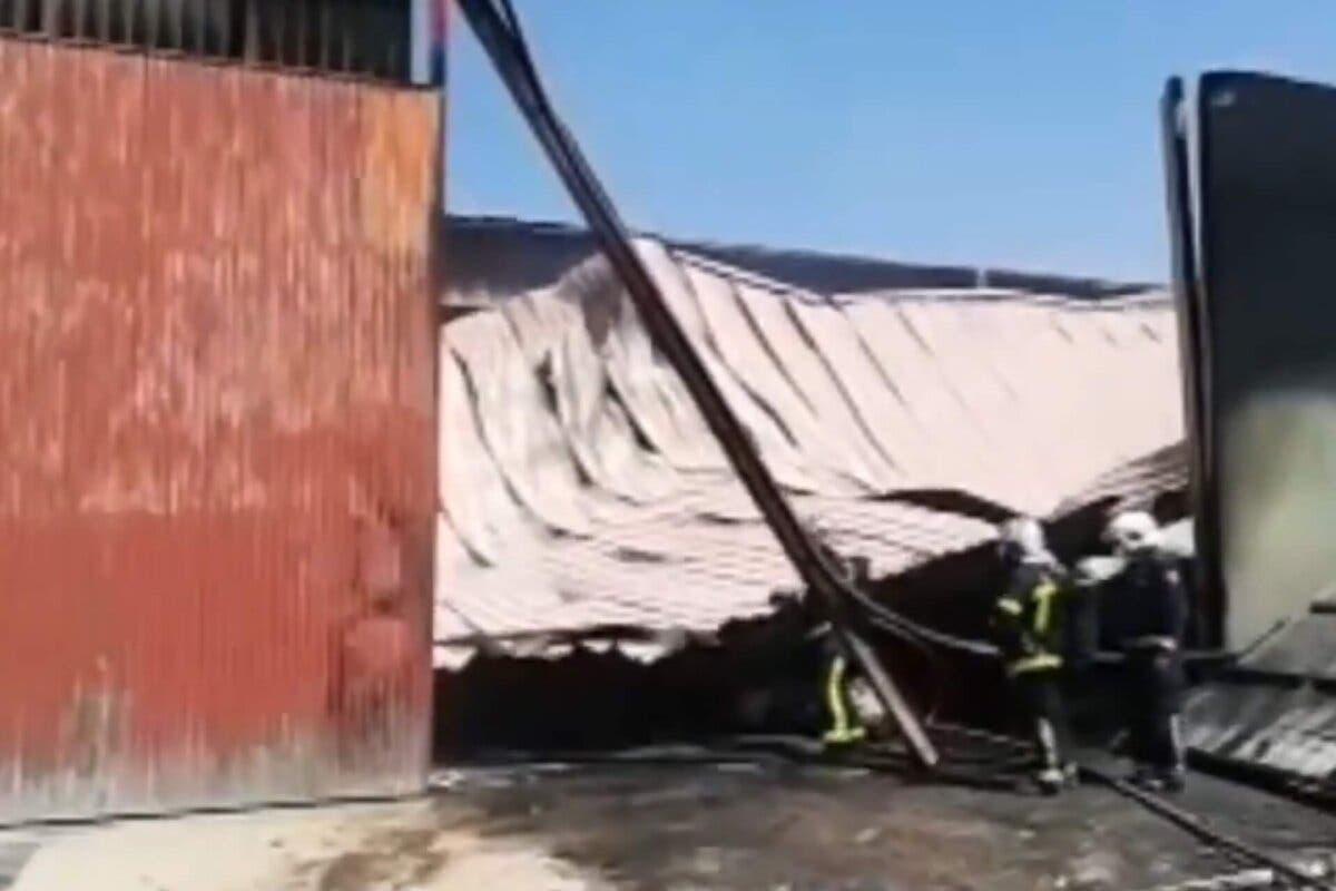 Arde un silo de serrín en una nave de Arganda del Rey